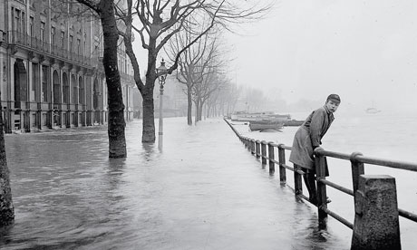 Thames flooded at Putney in 1935