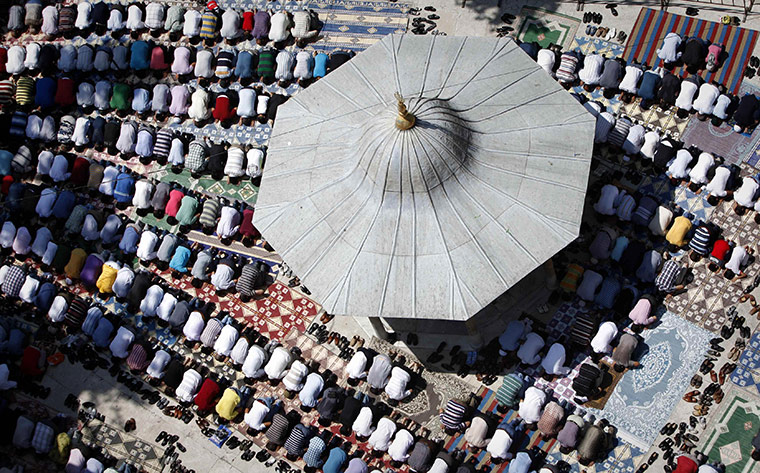 24 Hours in Pictures: Friday prayers during Ramadan at Eyup Sultan mosque in Istanbul