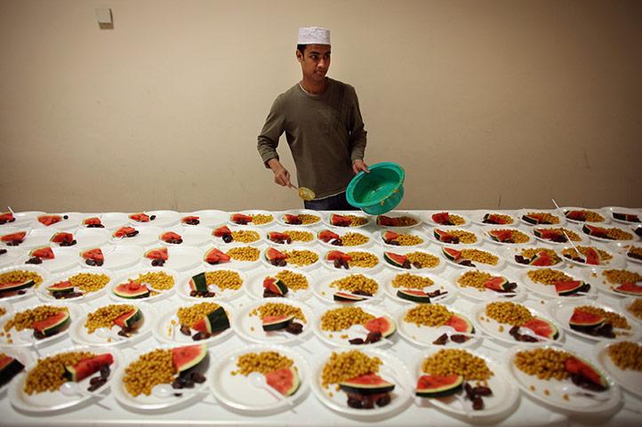 ramadan update: Muslim men serve food at the London Muslim Centre