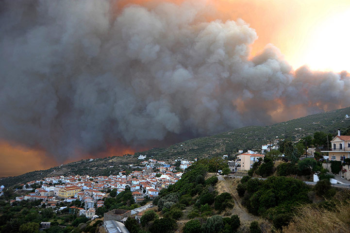 24 hours in pictures: Wildfires on Samos Island