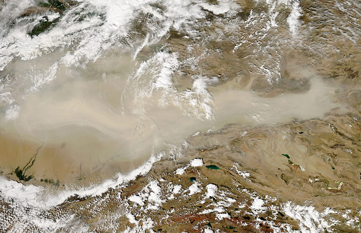 Satellite Eye on Earth: Dust blew eastward out of the Taklimakan Desert