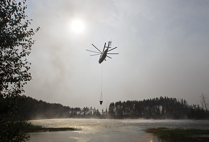 Wildfires in Russia : A Russian Emergency Ministry Mi-26 helicopter