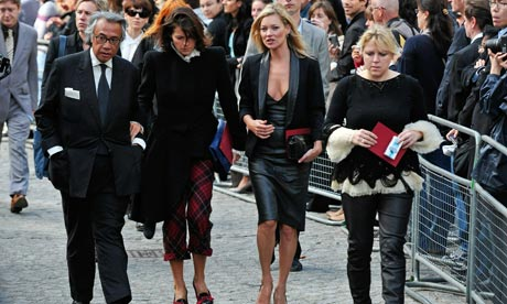 Kate Moss arrives at the memorial service for fashion designer
