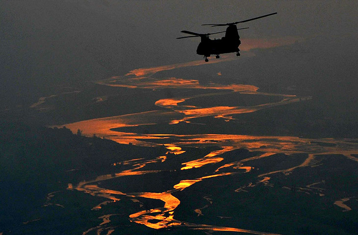 24 Hours: A US rescue helicopter carrying Pakistani flood victims