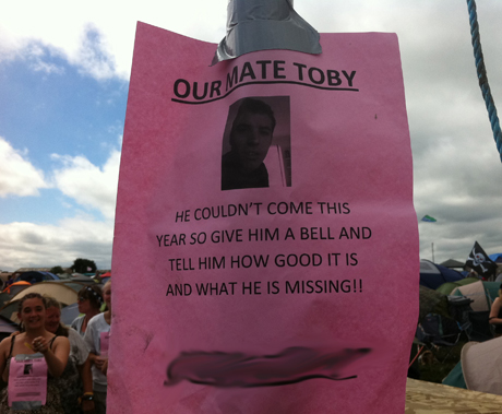 Glastonbury revellers invite people to text their absent friend