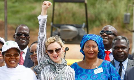 http://static.guim.co.uk/sys-images/Guardian/Pix/pictures/2011/1/21/1295637746703/Madonna-in-Malawi-007.jpg