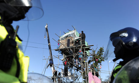 Protestors gather on scaffold tower as riot police prepare to evict a on Dale Farm travellers camp
