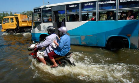 Bangkok floods seep into Don Muang airport, Thailand
