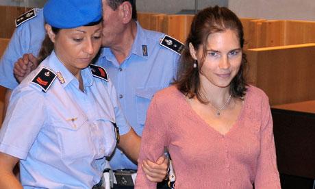 Amanda Knox arrives in court