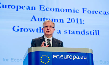 Olli Rehn in front of a banner saying 'Growth at a standstill'