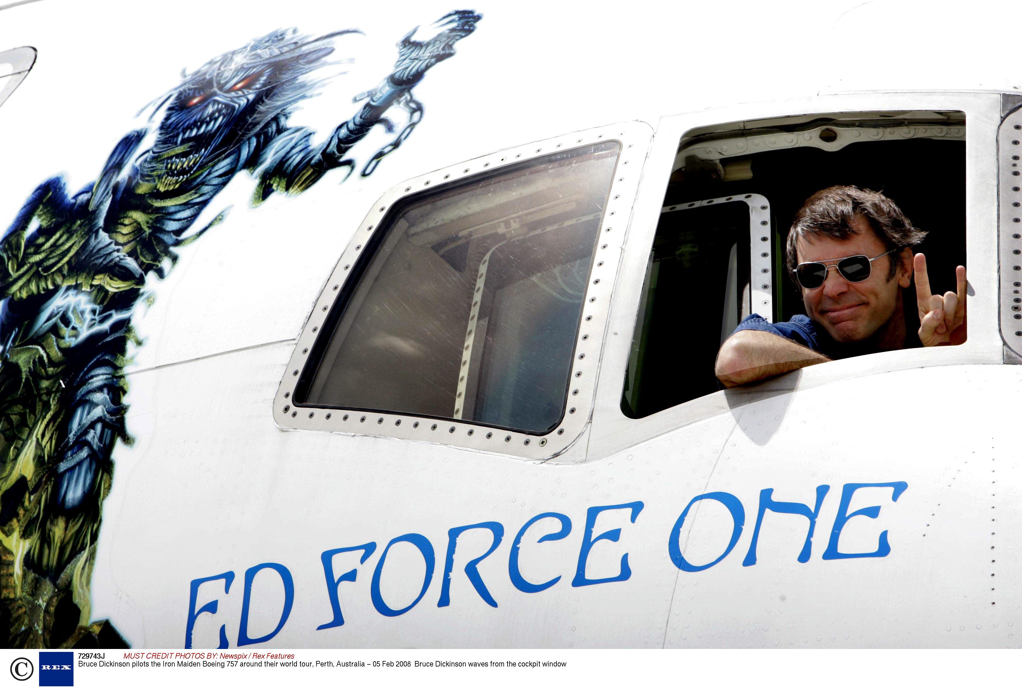 Bruce-Dickinson-pilots-Ir-001.jpg
