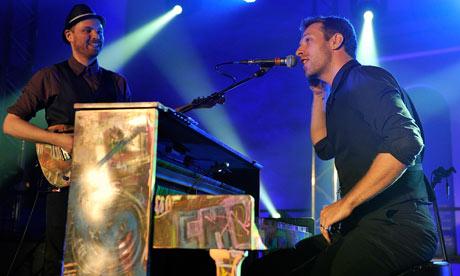 Chris Martin – Coldplay-vokalisten lekset opp for konsertgjest, frekk og freidig! thumbnail