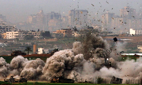 Israeli tanks destroy a house in Gaza