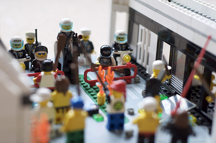 Graeme_Smith/Flickr - Unrest in Lego Town