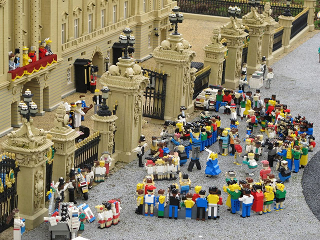 allyhook/Flickr - Lego royal wedding