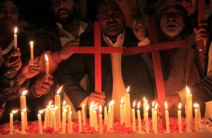 New Year celebrations: Pakistani Christians make New Year prayers