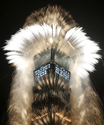 New Year celebrations: Fireworks explode from Taiwan's tallest skyscraper