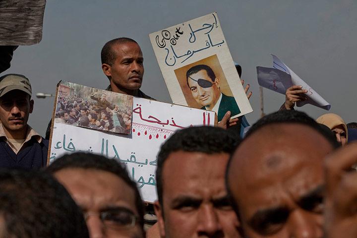 متابعة بصور لأحداث ثورة الغصب *إذا الشعب يوما أراد الحياة فلا بد أن يستجيب القدر* Protestors-and-demonstrat-027