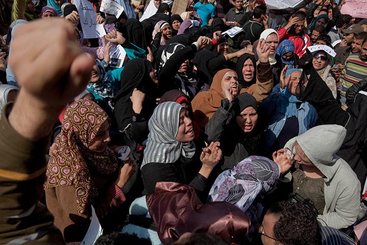 متابعة بصور لأحداث ثورة الغصب *إذا الشعب يوما أراد الحياة فلا بد أن يستجيب القدر* Protestors-and-demonstrat-033