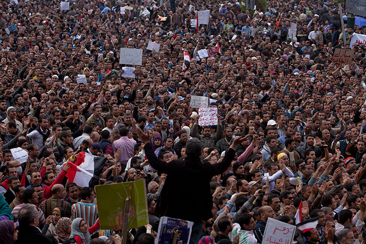 متابعة بصور لأحداث ثورة الغصب *إذا الشعب يوما أراد الحياة فلا بد أن يستجيب القدر* Mass-demonstrators-crowd--035
