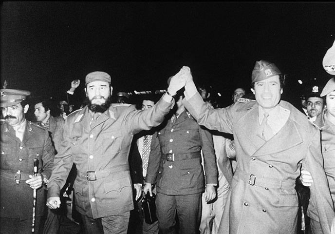 أستحلفكم بالله أن تدخلوا و تدعوا بالرحمة لزعيم العالم , أكبر تجميع صور للبطل . 1977-Fidel-Castro-with-Co-009
