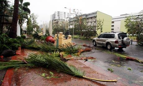 Cyclone Yasi hits Townsville