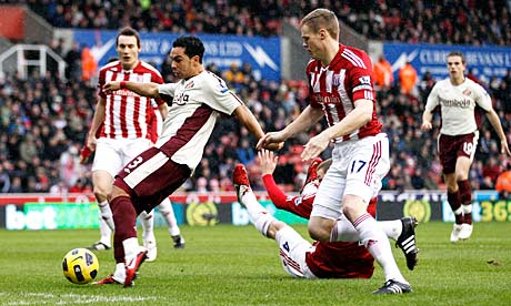 Kieran Richardson opens the scoring for Sunderland