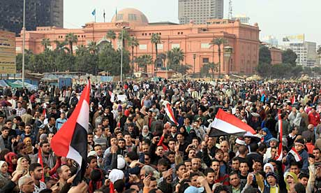 Egyptian anti-government protesters continue to gather at Tahrir Square