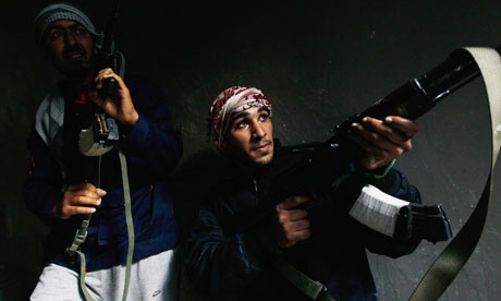 Chris Hondros in Libya: Rebel fighters carefully move into a building