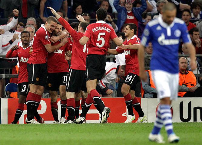 United celebrate Ryan Giggs's opening goal vs. Schalke