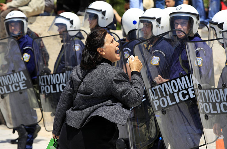 http://static.guim.co.uk/sys-images/Guardian/Pix/pictures/2011/5/11/1305124935618/A-woman-shouts-at-policem-026.jpg