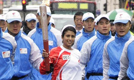 Konnie Huq carrying the Olympic torch in 2008