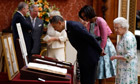 Obama tours the Queen's Gallery