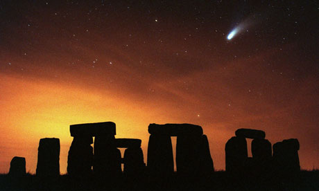 Comet Hale-Bopp anove Stonehenge