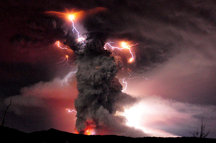 Puyehue volcano : Eruption of the volcano Puyehue in Chile