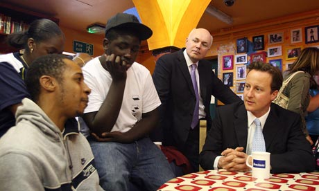 Iain Duncan Smith meets welafre dependants with David Cameron