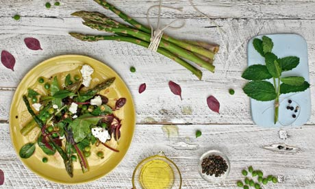 Grilled asparagus with goat's cheese