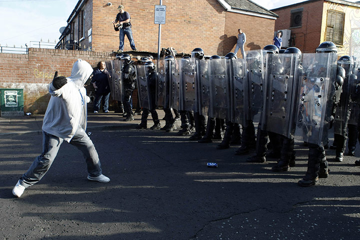http://static.guim.co.uk/sys-images/Guardian/Pix/pictures/2011/7/12/1310505205570/Belfast-riots-Ardoyne-005.jpg