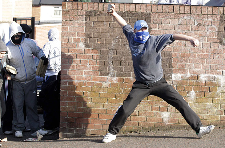 http://static.guim.co.uk/sys-images/Guardian/Pix/pictures/2011/7/12/1310505208677/Belfast-riots-Ardoyne-008.jpg