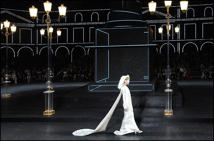 Paris Haute Couture: Chanel Haute Couture 2011/2012 collection Paris