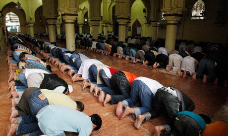 Filipino Praying Filipino Muslims praying
