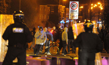 Police face rioters in To 007 Londres