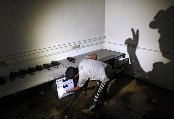 Bab al-Aziziya, Tripoli: Rebel fighters search a communication room in the bunker, Bab al-Aziziya