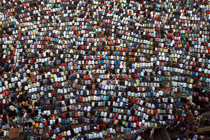 Eid al-Fitr: Cairo, Egypt: Muslims gather to pray