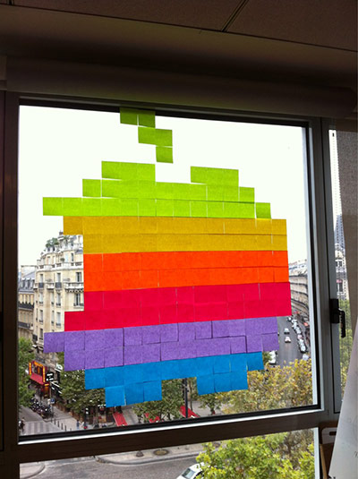 Post-it wars: Apple logo