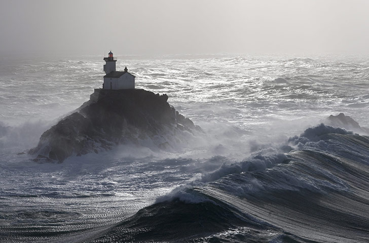 http://static.guim.co.uk/sys-images/Guardian/Pix/pictures/2011/9/21/1316622161184/Tevennec-lighthouse-in-th-004.jpg