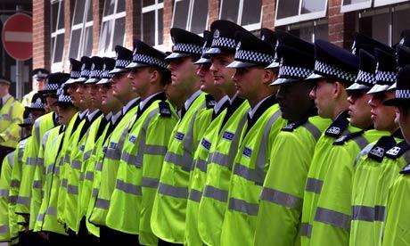 Сколько надо полицейских, чтобы поменять батарейки?