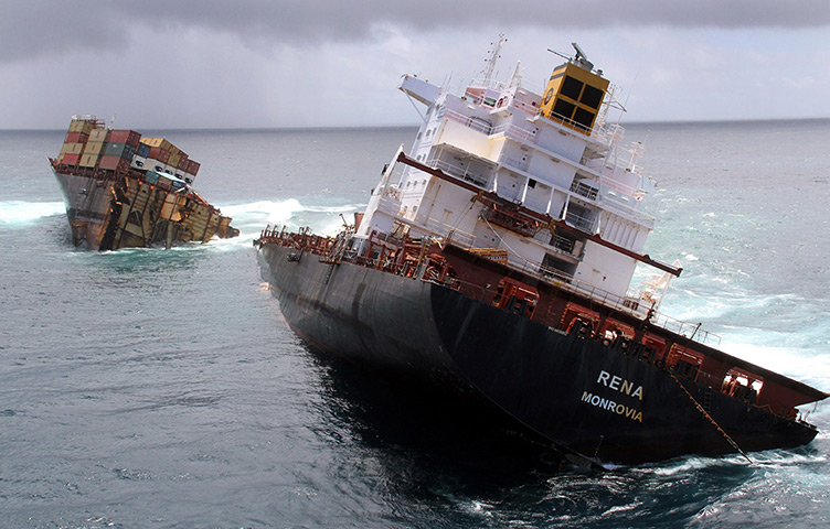 Cargo Ship Rena Breaks Up On New Zealand Reef In Pictures World News The Guardian