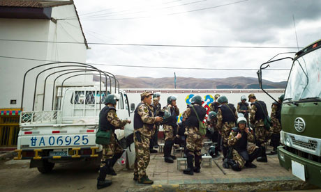 甘孜武警紧急出动,坚决打击藏独分子的嚣张气焰