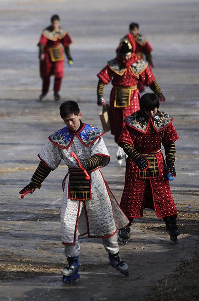 Пекин, Китай: актеры, одетые в костюмы Цинской династии